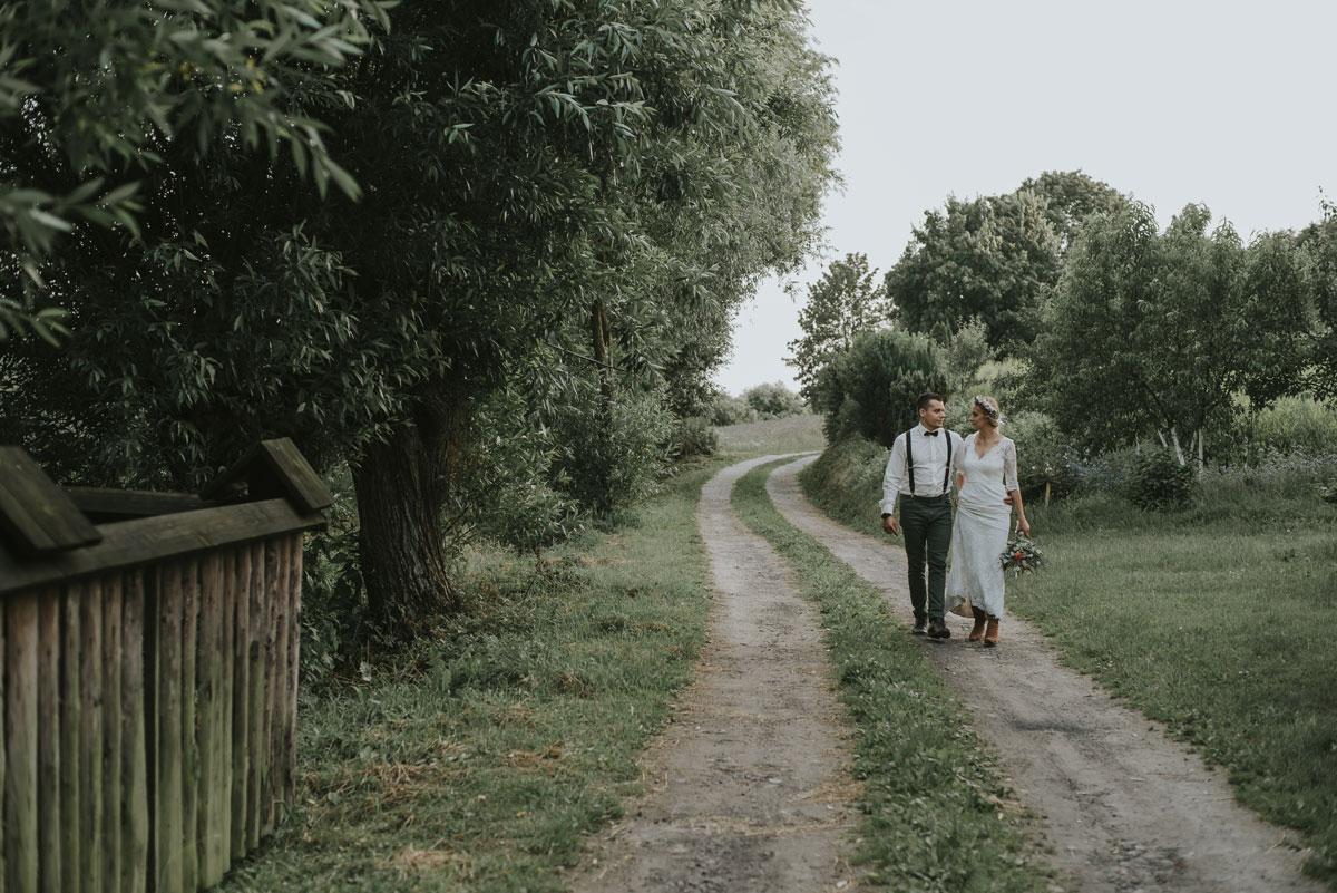 plener-stylu-rustic-chic-pole-makow-wianek-rustykalna-panna-mloda-11
