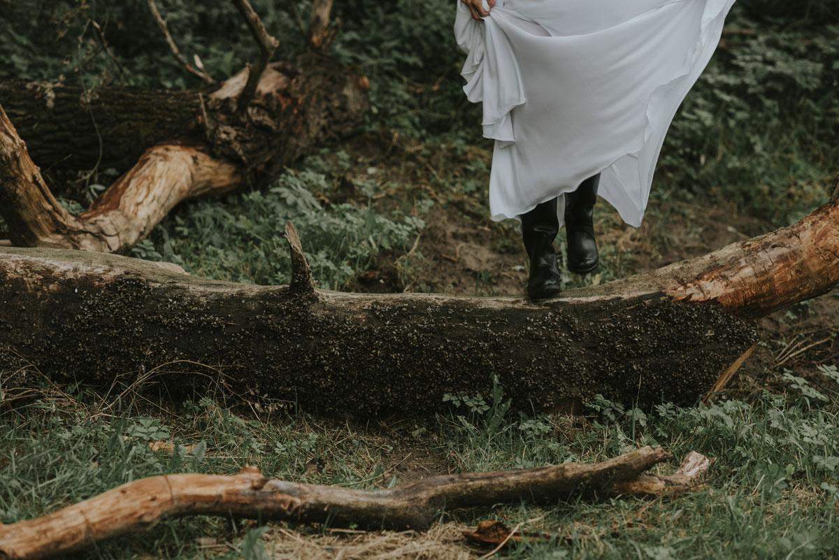 naturalna-sesja-slubna-boho-las-wianek-deszcz-swietliste-fotografia-slubna-bydgoszcz-zdjecia-slubne-torun-21
