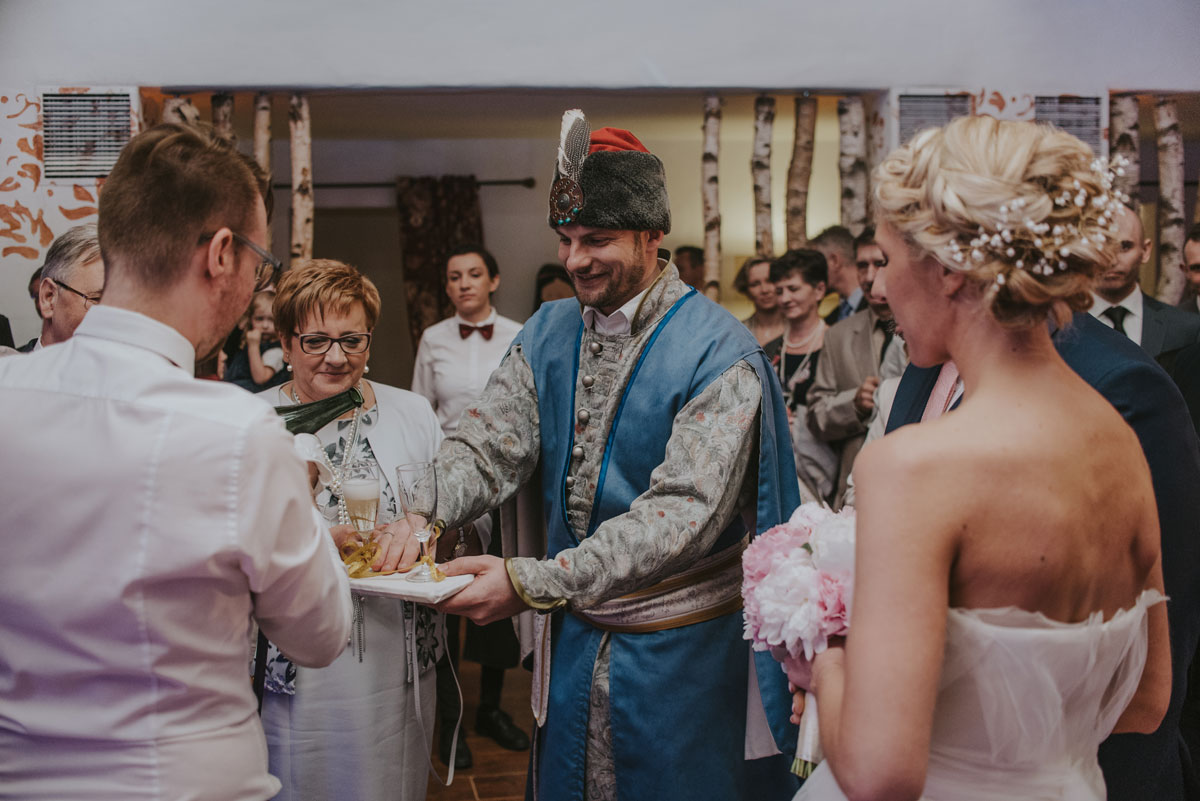 fotografia-slubna-bydgoszcz-swietliste-fotografujemy-emocje-zosia-michal-reportaz-slubny-wesele-dwór-hulanka-bydgoszcz-140