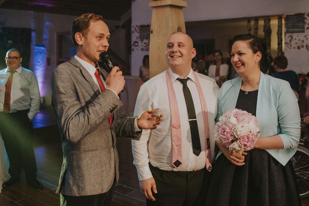 fotografia-slubna-bydgoszcz-swietliste-fotografujemy-emocje-zosia-michal-reportaz-slubny-wesele-dwór-hulanka-bydgoszcz-236