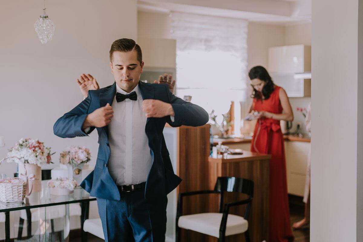 Reportaz-slubny-Bydgoszcz-Kosciol-NMP-Wspomozycielki-Wiernych-Niemcz-fotografia-slubna-Swietliste-fotografujemy-emocje-Torun-Hotel-Palac-Myslecinek-Paulina-Radek-019