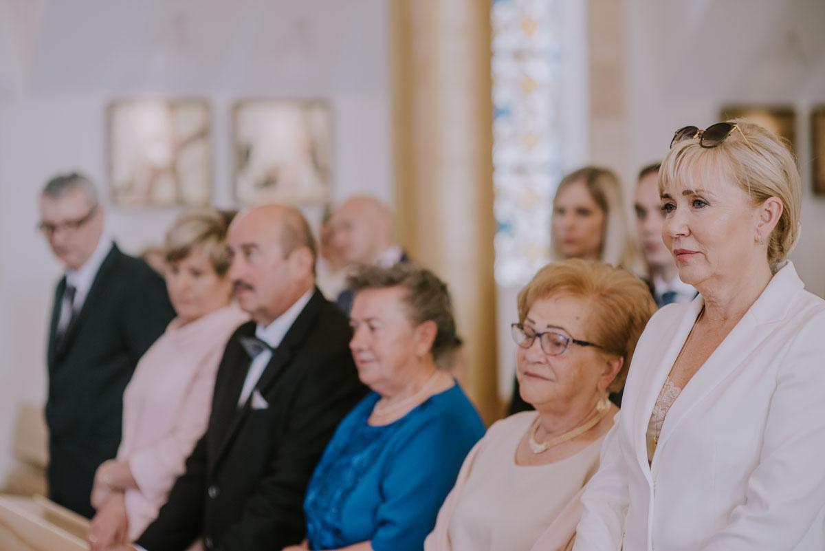 Reportaz-slubny-Bydgoszcz-Kosciol-NMP-Wspomozycielki-Wiernych-Niemcz-fotografia-slubna-Swietliste-fotografujemy-emocje-Torun-Hotel-Palac-Myslecinek-Paulina-Radek-062