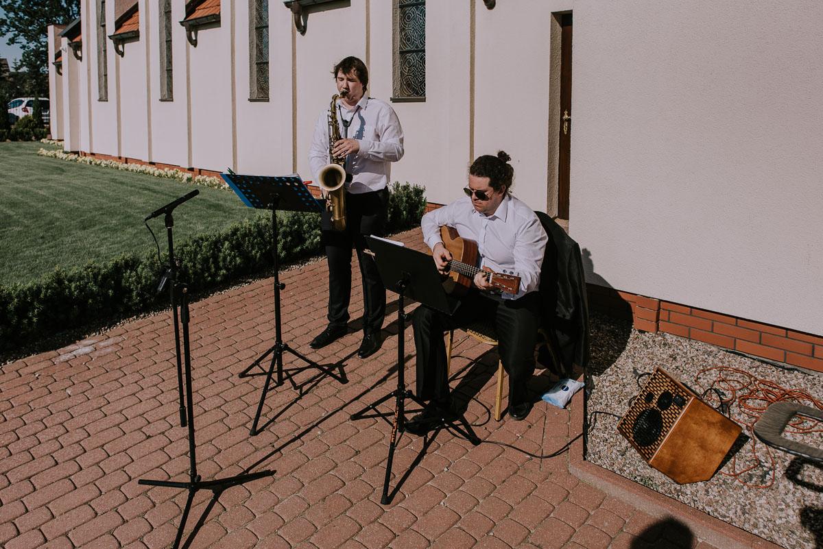 Reportaz-slubny-Bydgoszcz-Kosciol-NMP-Wspomozycielki-Wiernych-Niemcz-fotografia-slubna-Swietliste-fotografujemy-emocje-Torun-Hotel-Palac-Myslecinek-Paulina-Radek-093