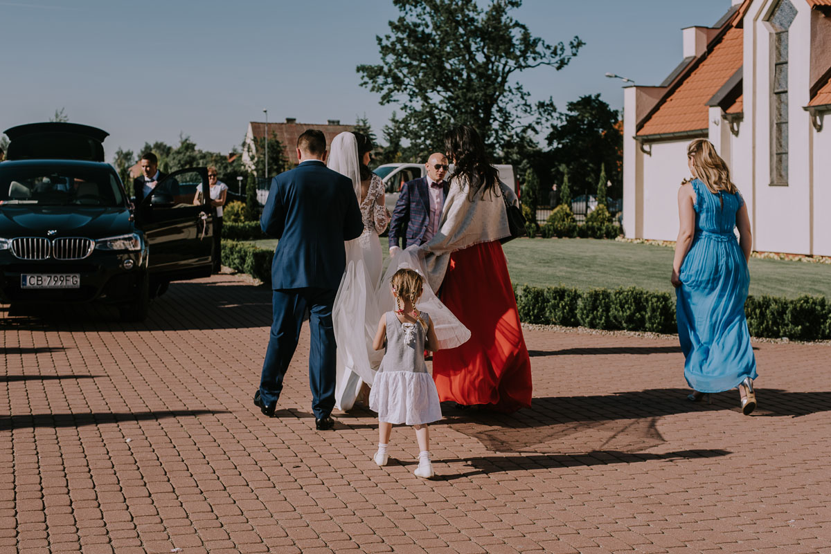 Reportaz-slubny-Bydgoszcz-Kosciol-NMP-Wspomozycielki-Wiernych-Niemcz-fotografia-slubna-Swietliste-fotografujemy-emocje-Torun-Hotel-Palac-Myslecinek-Paulina-Radek-099