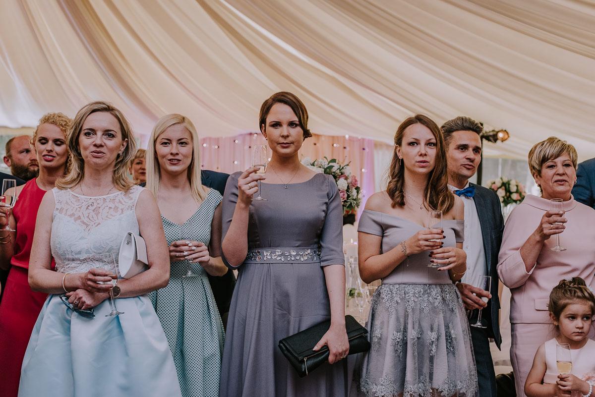 Reportaz-slubny-Bydgoszcz-Kosciol-NMP-Wspomozycielki-Wiernych-Niemcz-fotografia-slubna-Swietliste-fotografujemy-emocje-Torun-Hotel-Palac-Myslecinek-Paulina-Radek-108