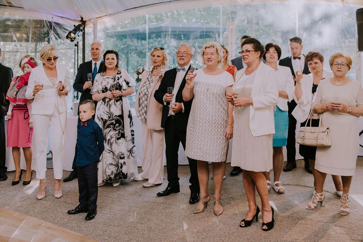 Reportaz-slubny-Bydgoszcz-Kosciol-NMP-Wspomozycielki-Wiernych-Niemcz-fotografia-slubna-Swietliste-fotografujemy-emocje-Torun-Hotel-Palac-Myslecinek-Paulina-Radek-109
