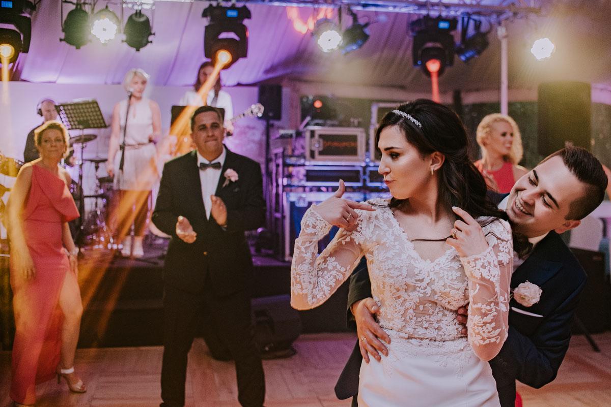 Reportaz-slubny-Bydgoszcz-Kosciol-NMP-Wspomozycielki-Wiernych-Niemcz-fotografia-slubna-Swietliste-fotografujemy-emocje-Torun-Hotel-Palac-Myslecinek-Paulina-Radek-146