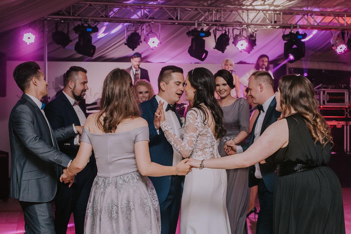 Reportaz-slubny-Bydgoszcz-Kosciol-NMP-Wspomozycielki-Wiernych-Niemcz-fotografia-slubna-Swietliste-fotografujemy-emocje-Torun-Hotel-Palac-Myslecinek-Paulina-Radek-152