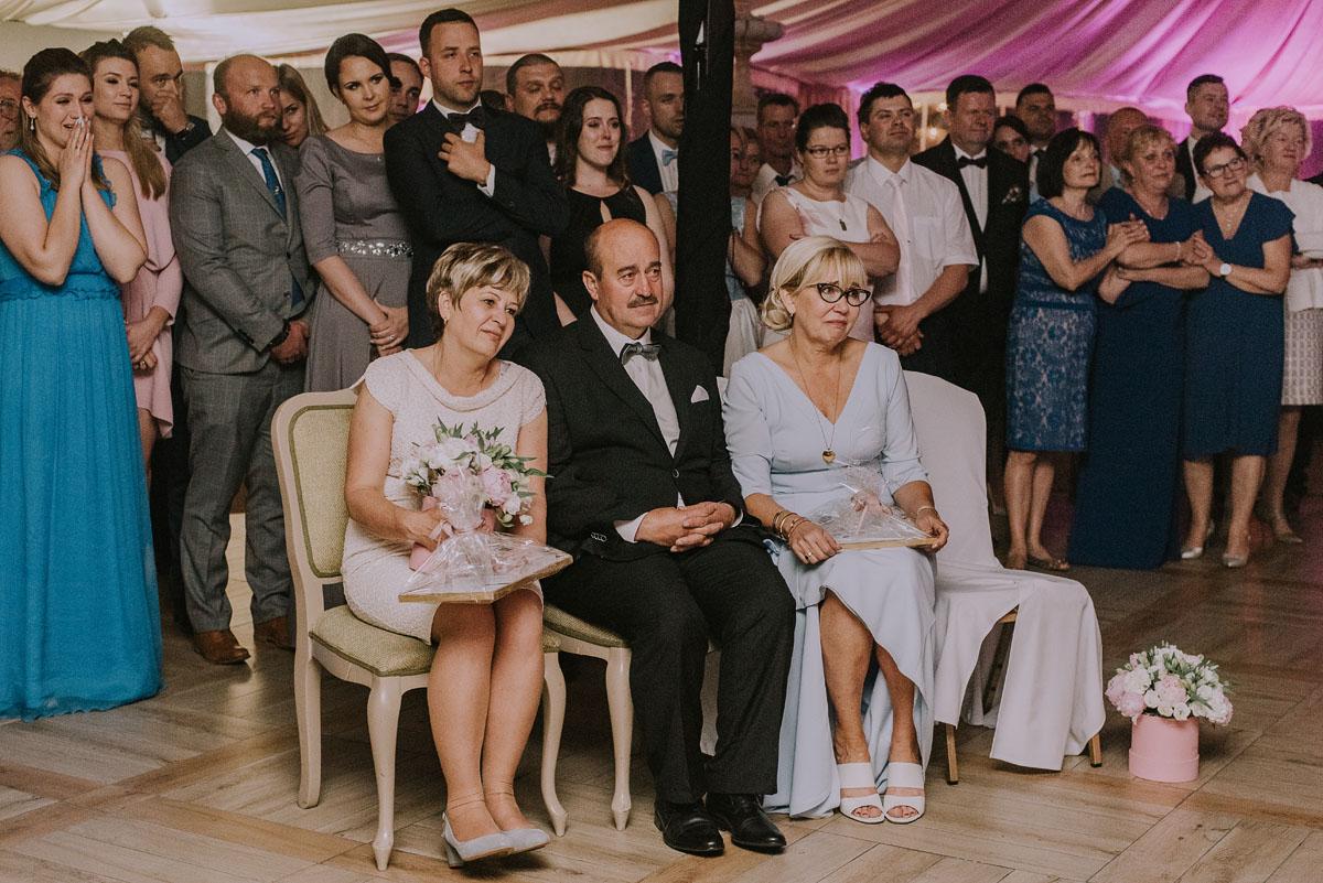 Reportaz-slubny-Bydgoszcz-Kosciol-NMP-Wspomozycielki-Wiernych-Niemcz-fotografia-slubna-Swietliste-fotografujemy-emocje-Torun-Hotel-Palac-Myslecinek-Paulina-Radek-189