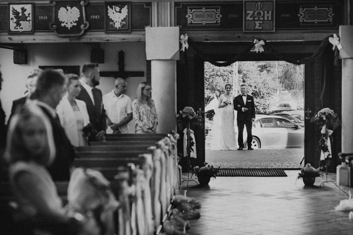 fotografia-slubna-bydgoszcz-swietliste-fotografujemy-emocje-ada-tomek-reportaz-slubny-wesele-dwór-hulanka-bydgoszcz-053