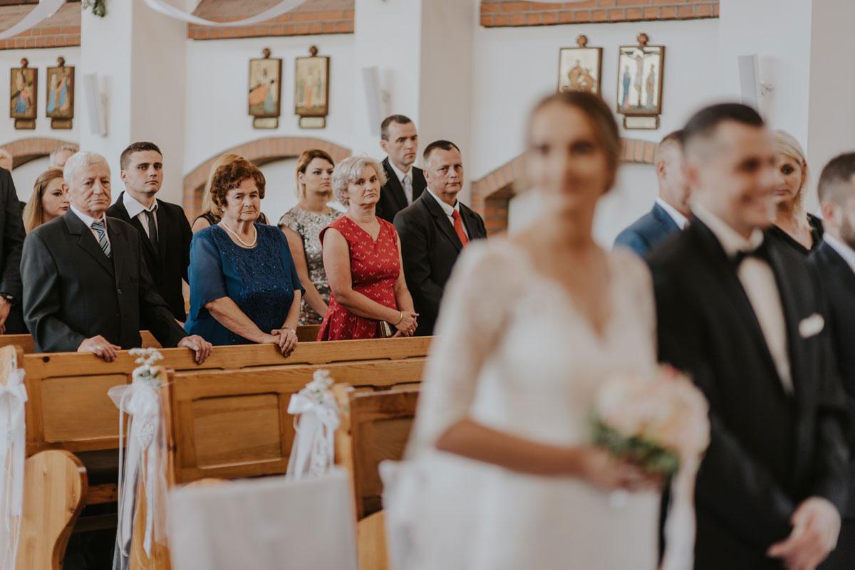 fotografia-slubna-bydgoszcz-swietliste-fotografujemy-emocje-ada-tomek-reportaz-slubny-wesele-dwór-hulanka-bydgoszcz-058