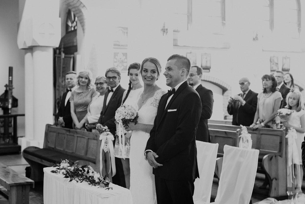 fotografia-slubna-bydgoszcz-swietliste-fotografujemy-emocje-ada-tomek-reportaz-slubny-wesele-dwór-hulanka-bydgoszcz-059