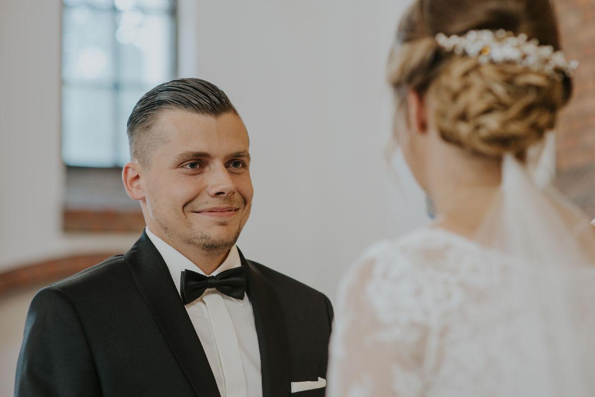 fotografia-slubna-bydgoszcz-swietliste-fotografujemy-emocje-ada-tomek-reportaz-slubny-wesele-dwór-hulanka-bydgoszcz-073