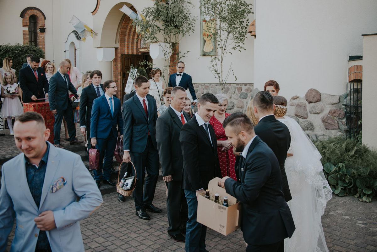 fotografia-slubna-bydgoszcz-swietliste-fotografujemy-emocje-ada-tomek-reportaz-slubny-wesele-dwór-hulanka-bydgoszcz-104