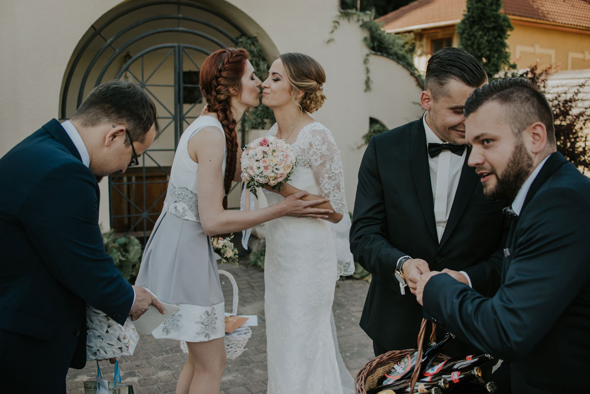 fotografia-slubna-bydgoszcz-swietliste-fotografujemy-emocje-ada-tomek-reportaz-slubny-wesele-dwór-hulanka-bydgoszcz-117