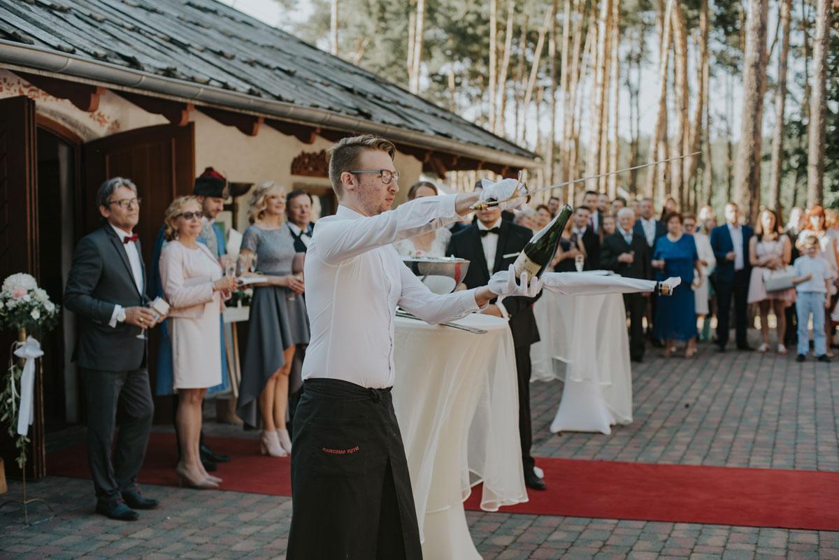 fotografia-slubna-bydgoszcz-swietliste-fotografujemy-emocje-ada-tomek-reportaz-slubny-wesele-dwór-hulanka-bydgoszcz-129