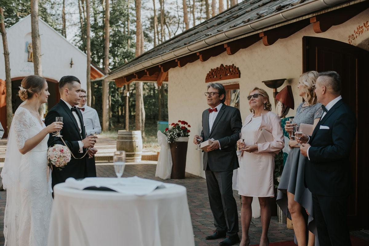 fotografia-slubna-bydgoszcz-swietliste-fotografujemy-emocje-ada-tomek-reportaz-slubny-wesele-dwór-hulanka-bydgoszcz-133