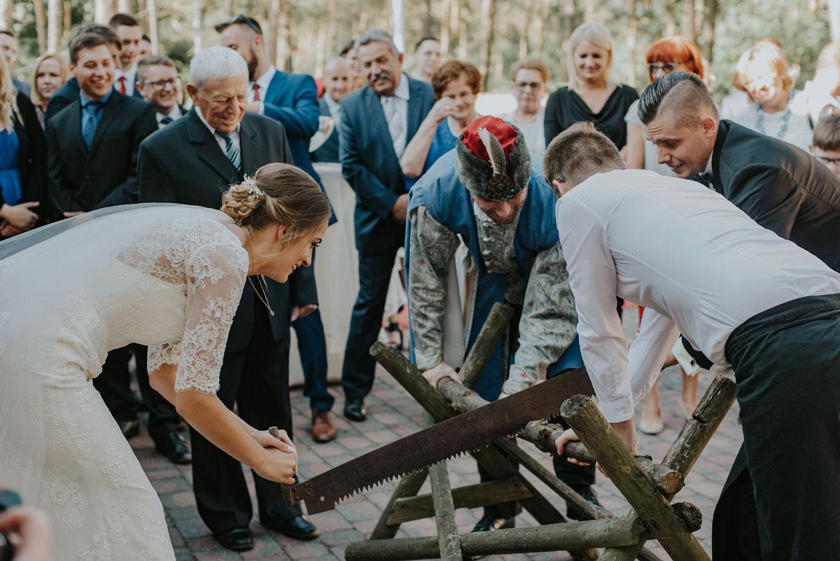 fotografia-slubna-bydgoszcz-swietliste-fotografujemy-emocje-ada-tomek-reportaz-slubny-wesele-dwór-hulanka-bydgoszcz-135