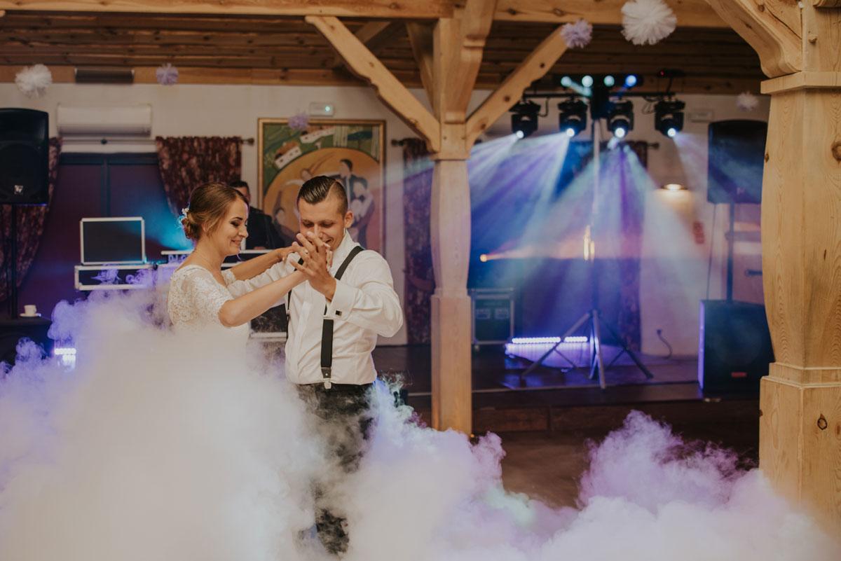 fotografia-slubna-bydgoszcz-swietliste-fotografujemy-emocje-ada-tomek-reportaz-slubny-wesele-dwór-hulanka-bydgoszcz-152