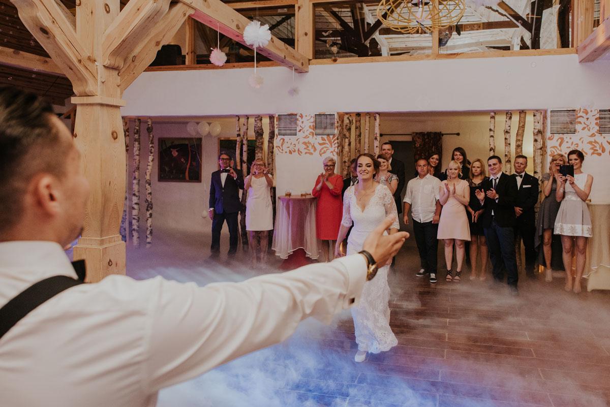 fotografia-slubna-bydgoszcz-swietliste-fotografujemy-emocje-ada-tomek-reportaz-slubny-wesele-dwór-hulanka-bydgoszcz-154