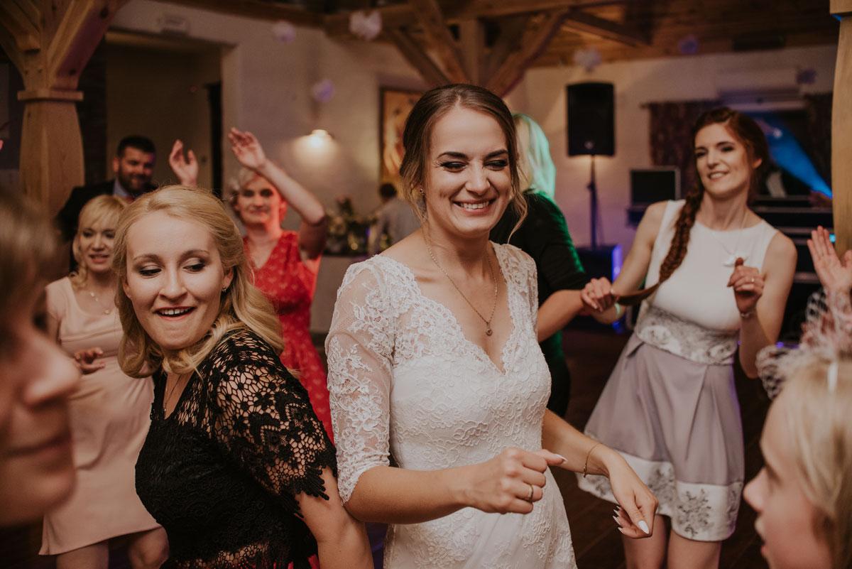 fotografia-slubna-bydgoszcz-swietliste-fotografujemy-emocje-ada-tomek-reportaz-slubny-wesele-dwór-hulanka-bydgoszcz-185