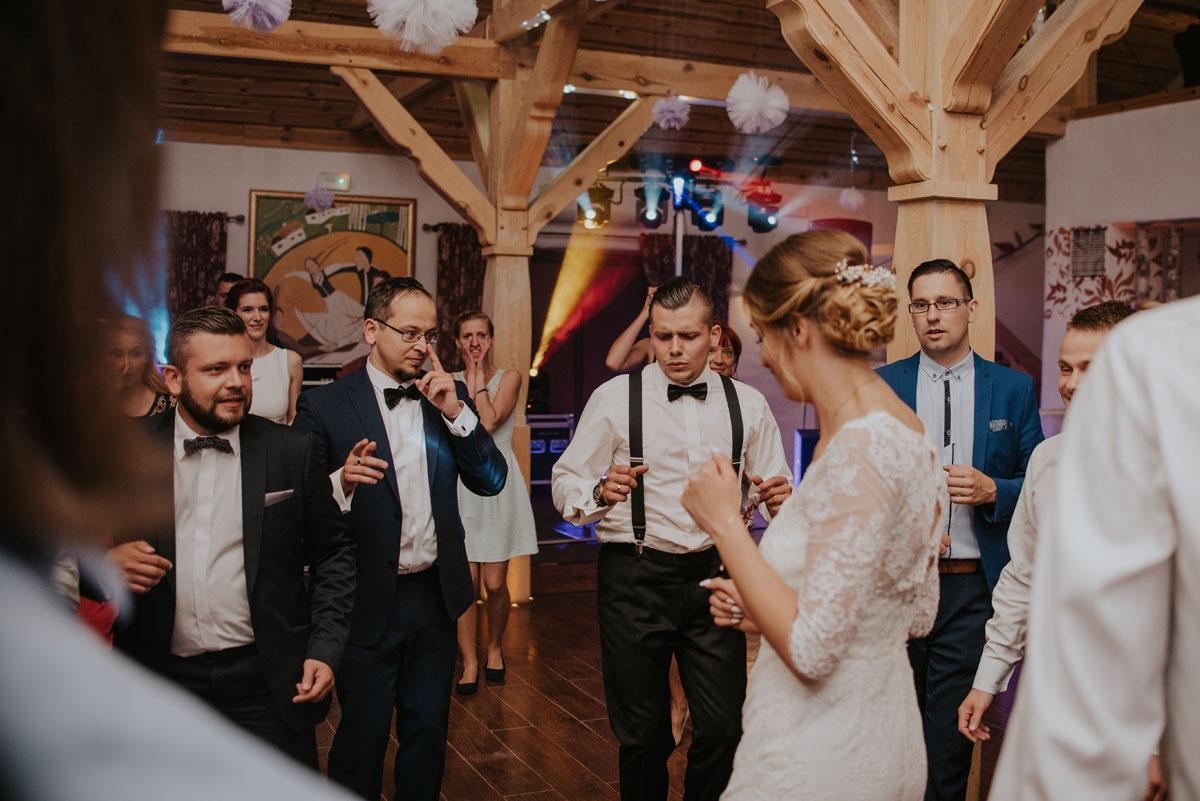 fotografia-slubna-bydgoszcz-swietliste-fotografujemy-emocje-ada-tomek-reportaz-slubny-wesele-dwór-hulanka-bydgoszcz-187