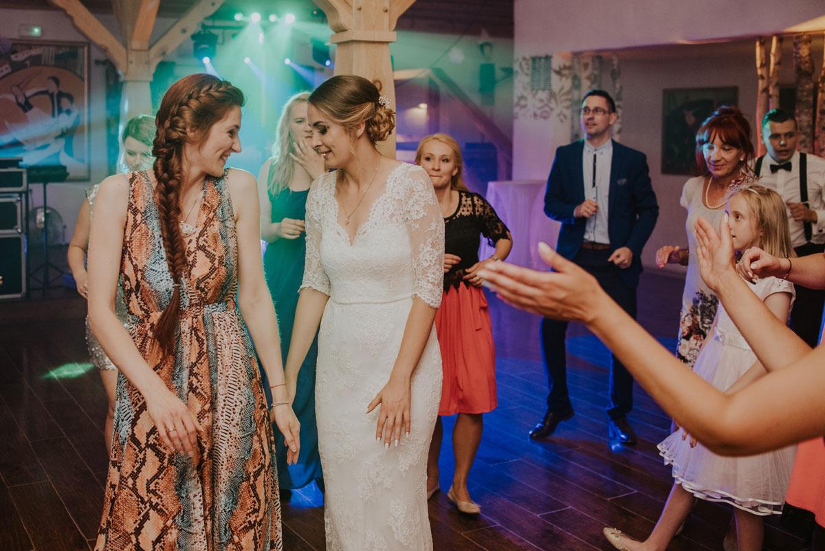 fotografia-slubna-bydgoszcz-swietliste-fotografujemy-emocje-ada-tomek-reportaz-slubny-wesele-dwór-hulanka-bydgoszcz-217