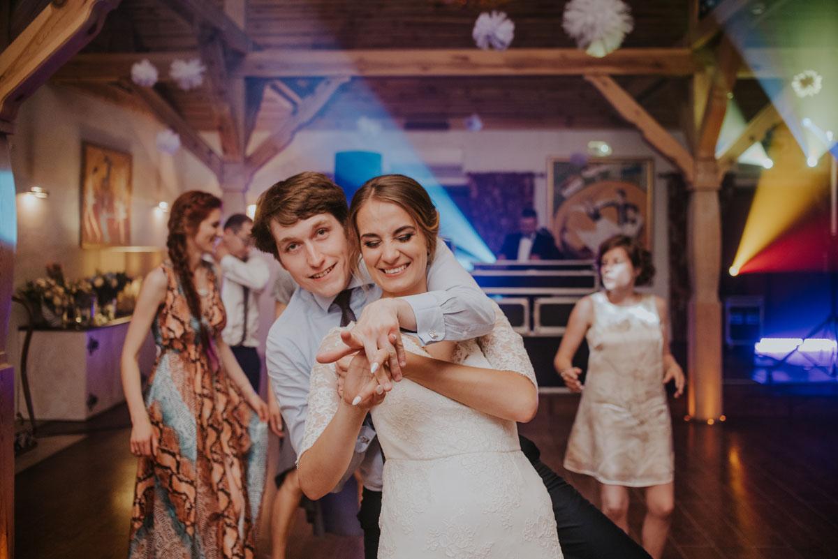fotografia-slubna-bydgoszcz-swietliste-fotografujemy-emocje-ada-tomek-reportaz-slubny-wesele-dwór-hulanka-bydgoszcz-219