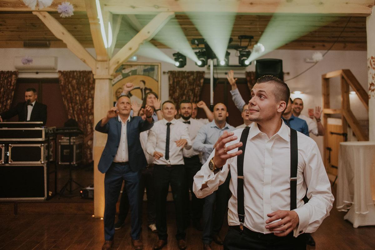 fotografia-slubna-bydgoszcz-swietliste-fotografujemy-emocje-ada-tomek-reportaz-slubny-wesele-dwór-hulanka-bydgoszcz-226