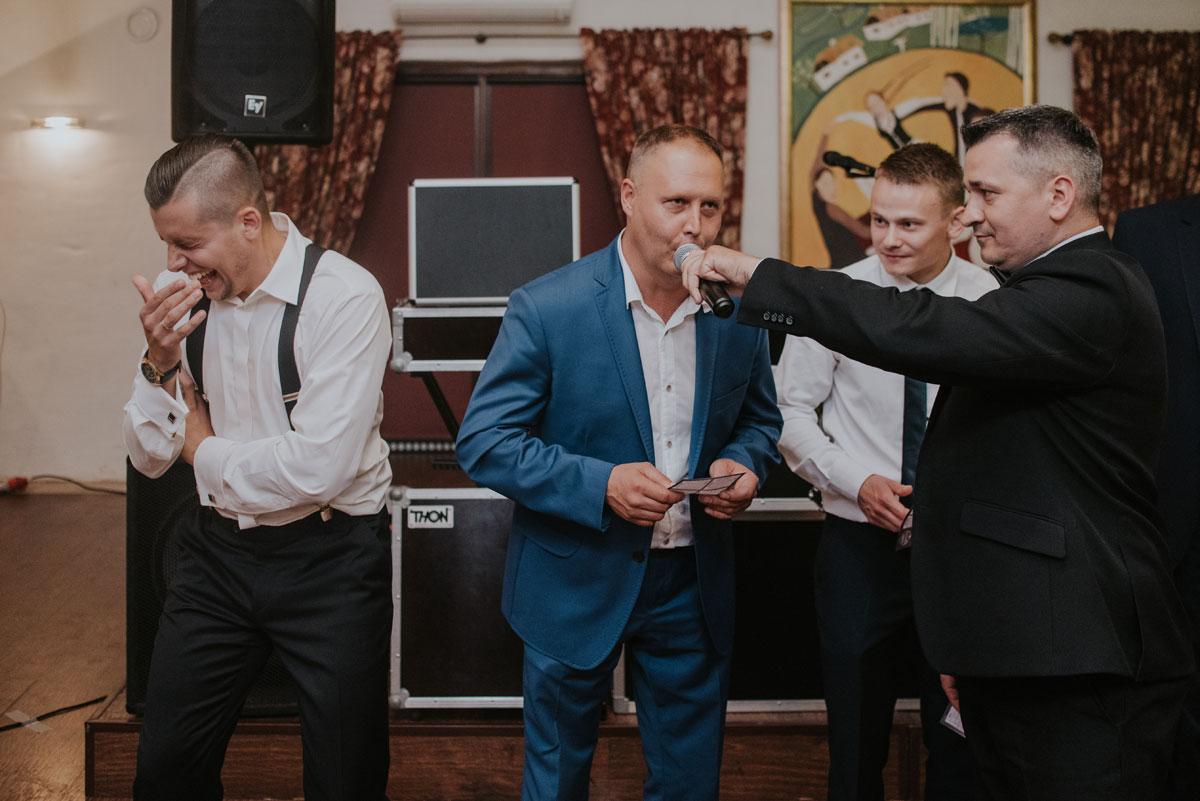 fotografia-slubna-bydgoszcz-swietliste-fotografujemy-emocje-ada-tomek-reportaz-slubny-wesele-dwór-hulanka-bydgoszcz-235