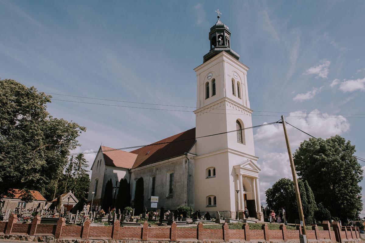 Fotografia-slubna-Bydgoszcz-Swietliste-fotografujemy-emocje-Kosciol-Michala-Archaniola-Wtelno-Stary-Mlyn-Wierzchucice-Joanna-Dawid-033