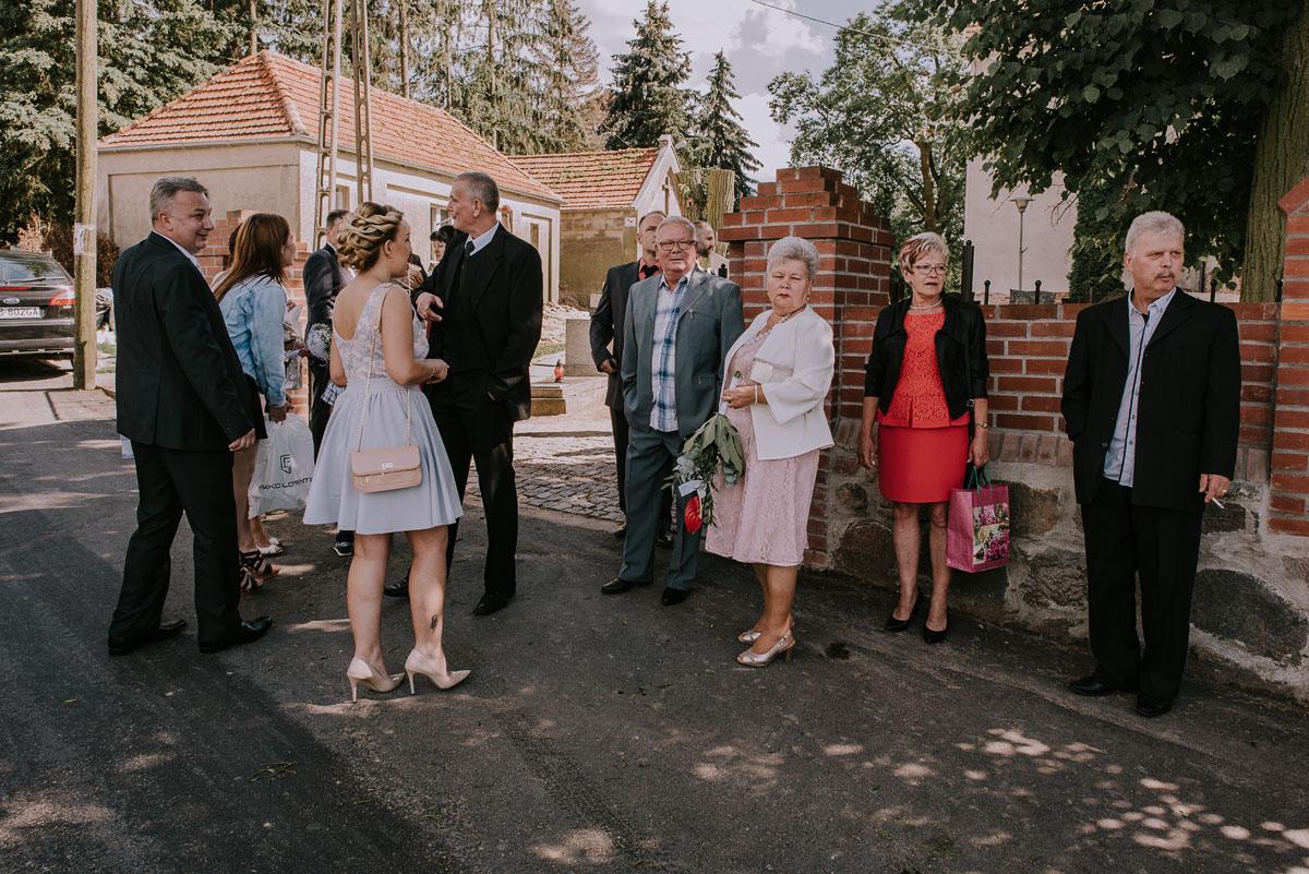 Fotografia-slubna-Bydgoszcz-Swietliste-fotografujemy-emocje-Kosciol-Michala-Archaniola-Wtelno-Stary-Mlyn-Wierzchucice-Joanna-Dawid-034