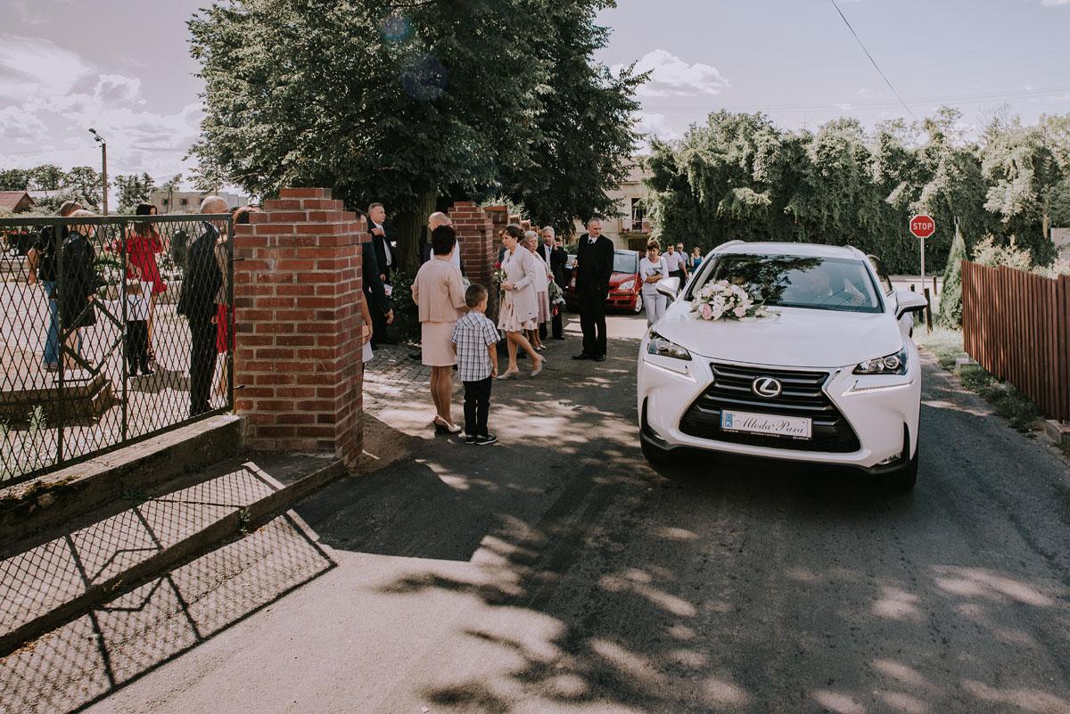 Fotografia-slubna-Bydgoszcz-Swietliste-fotografujemy-emocje-Kosciol-Michala-Archaniola-Wtelno-Stary-Mlyn-Wierzchucice-Joanna-Dawid-035