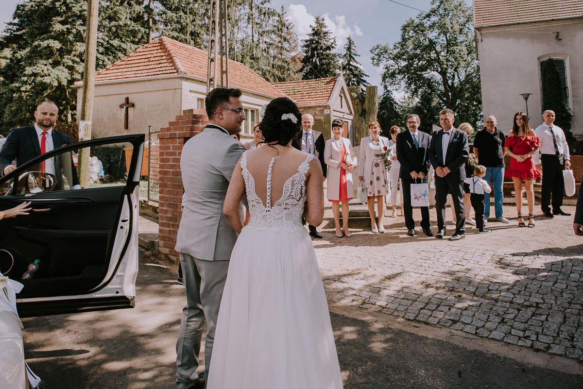 Fotografia-slubna-Bydgoszcz-Swietliste-fotografujemy-emocje-Kosciol-Michala-Archaniola-Wtelno-Stary-Mlyn-Wierzchucice-Joanna-Dawid-036