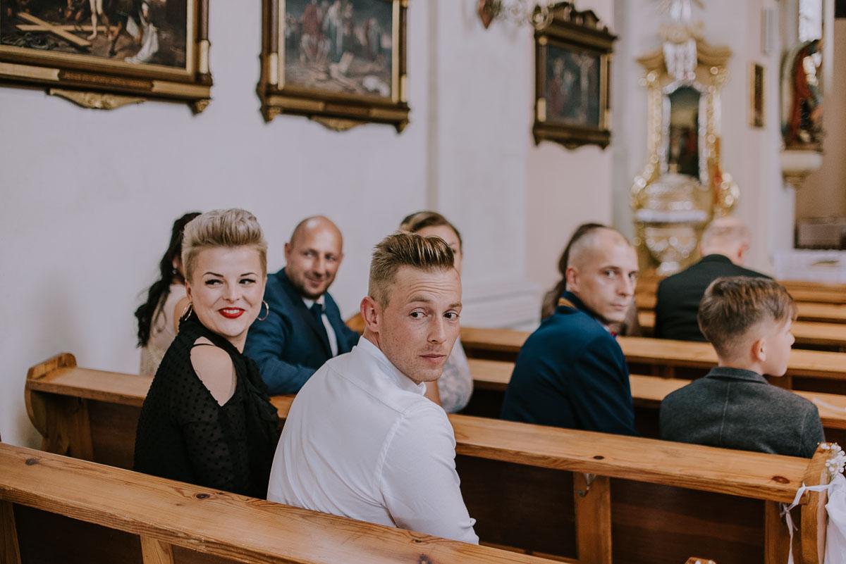 Fotografia-slubna-Bydgoszcz-Swietliste-fotografujemy-emocje-Kosciol-Michala-Archaniola-Wtelno-Stary-Mlyn-Wierzchucice-Joanna-Dawid-041
