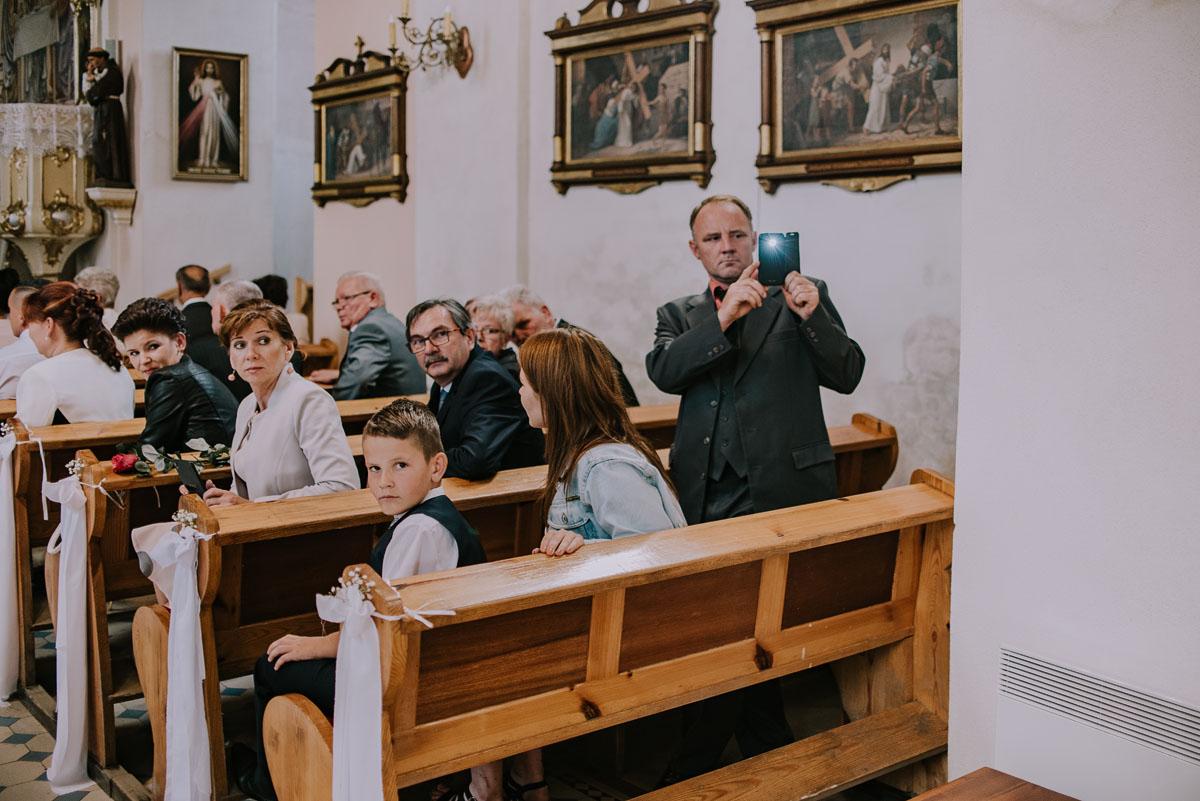 Fotografia-slubna-Bydgoszcz-Swietliste-fotografujemy-emocje-Kosciol-Michala-Archaniola-Wtelno-Stary-Mlyn-Wierzchucice-Joanna-Dawid-043