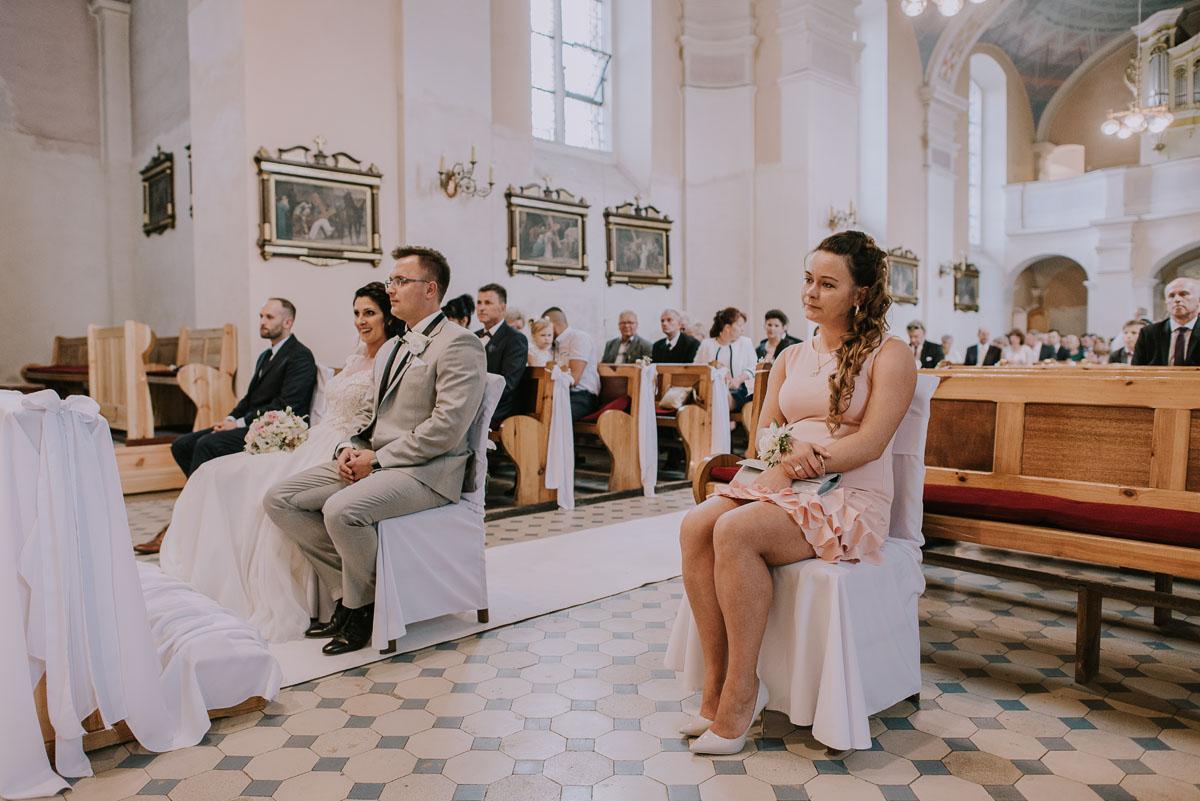 Fotografia-slubna-Bydgoszcz-Swietliste-fotografujemy-emocje-Kosciol-Michala-Archaniola-Wtelno-Stary-Mlyn-Wierzchucice-Joanna-Dawid-057