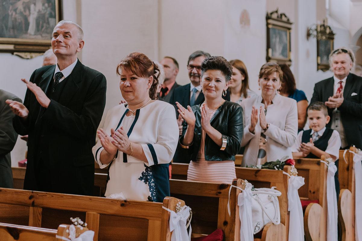 Fotografia-slubna-Bydgoszcz-Swietliste-fotografujemy-emocje-Kosciol-Michala-Archaniola-Wtelno-Stary-Mlyn-Wierzchucice-Joanna-Dawid-071