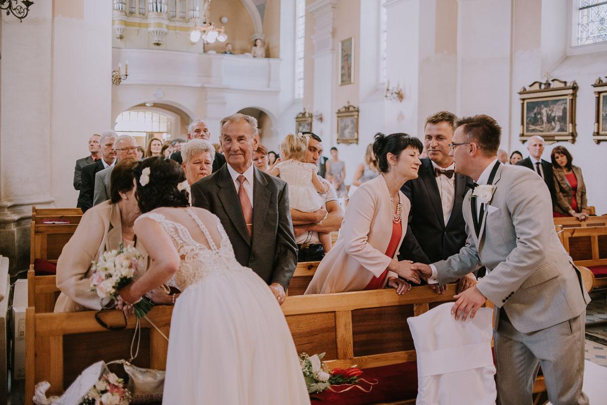 Fotografia-slubna-Bydgoszcz-Swietliste-fotografujemy-emocje-Kosciol-Michala-Archaniola-Wtelno-Stary-Mlyn-Wierzchucice-Joanna-Dawid-081