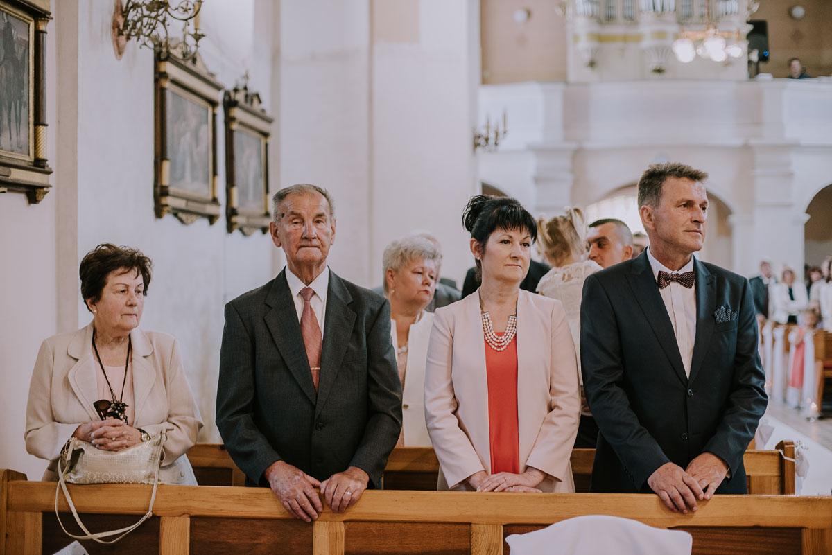Fotografia-slubna-Bydgoszcz-Swietliste-fotografujemy-emocje-Kosciol-Michala-Archaniola-Wtelno-Stary-Mlyn-Wierzchucice-Joanna-Dawid-086