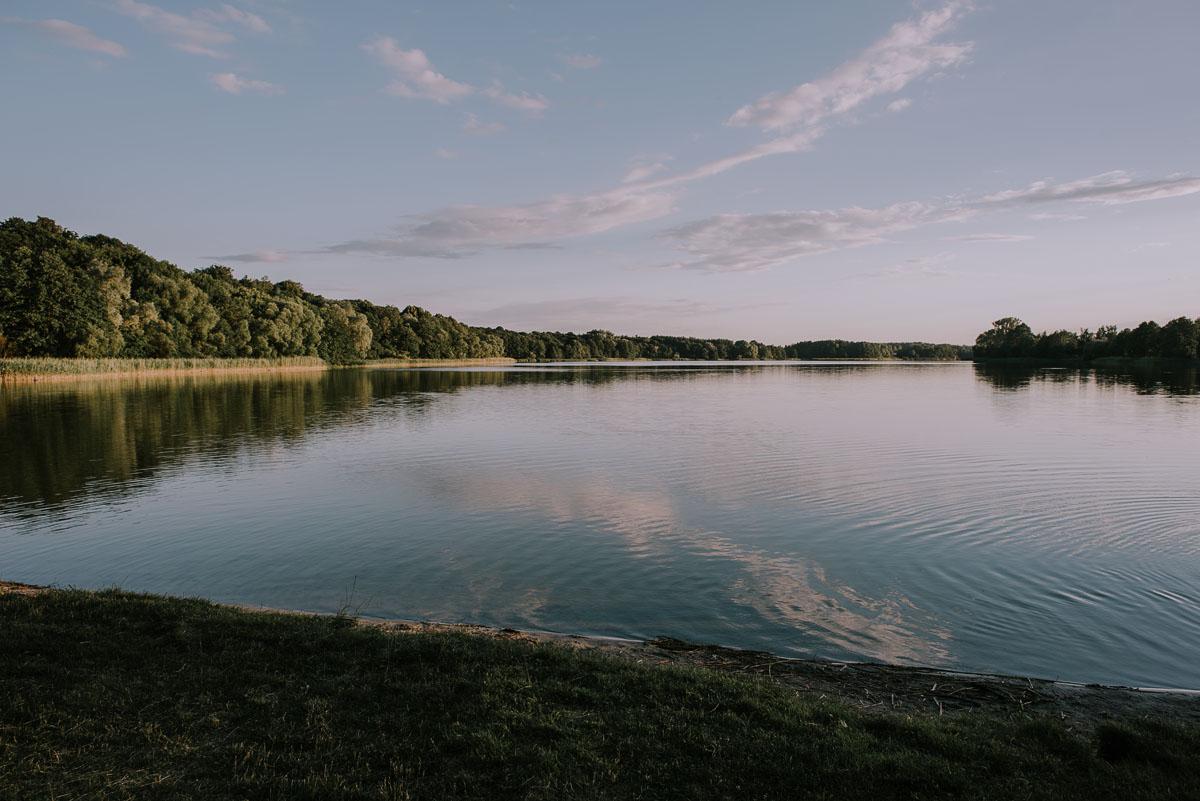 Fotografia-slubna-Bydgoszcz-Swietliste-fotografujemy-emocje-Kosciol-Michala-Archaniola-Wtelno-Stary-Mlyn-Wierzchucice-Joanna-Dawid-097