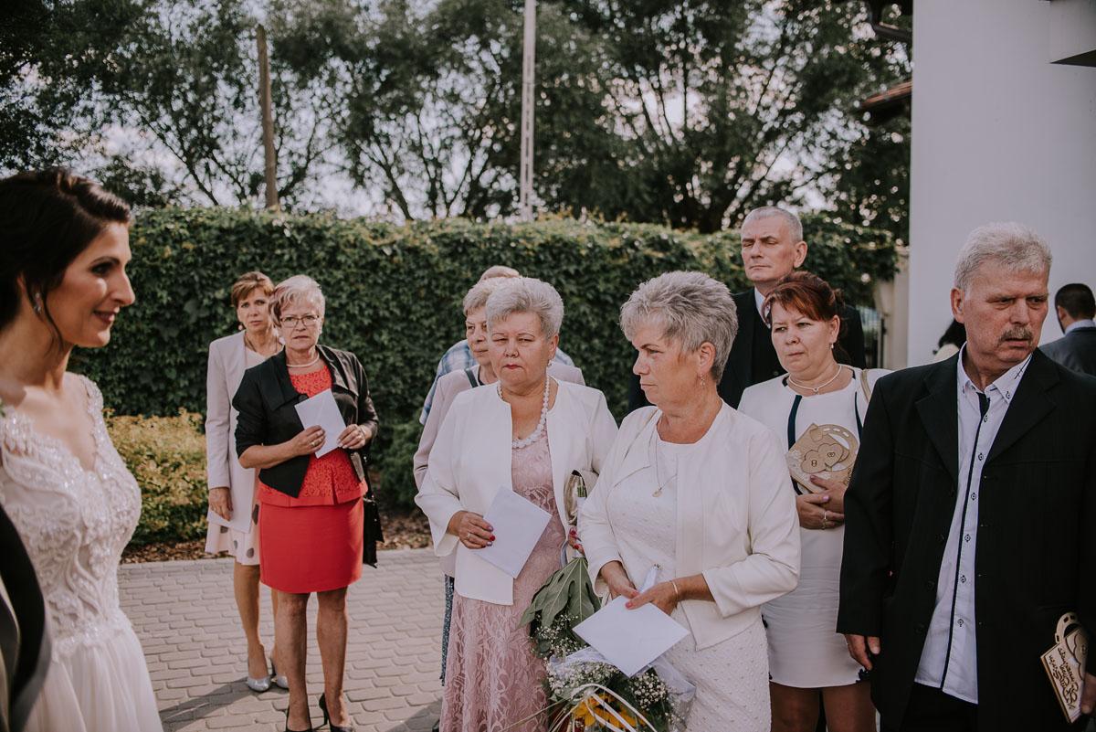Fotografia-slubna-Bydgoszcz-Swietliste-fotografujemy-emocje-Kosciol-Michala-Archaniola-Wtelno-Stary-Mlyn-Wierzchucice-Joanna-Dawid-100