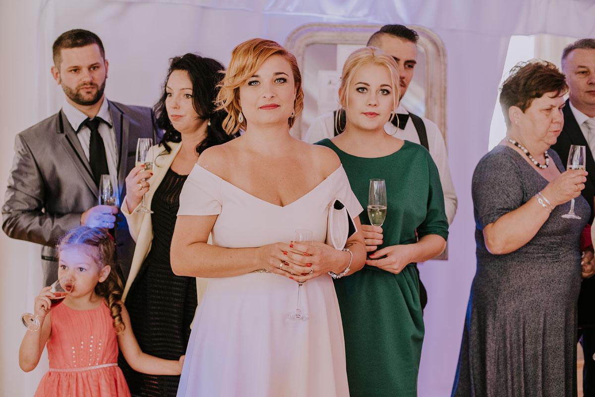 Fotografia-slubna-Bydgoszcz-Swietliste-fotografujemy-emocje-Kosciol-Michala-Archaniola-Wtelno-Stary-Mlyn-Wierzchucice-Joanna-Dawid-117