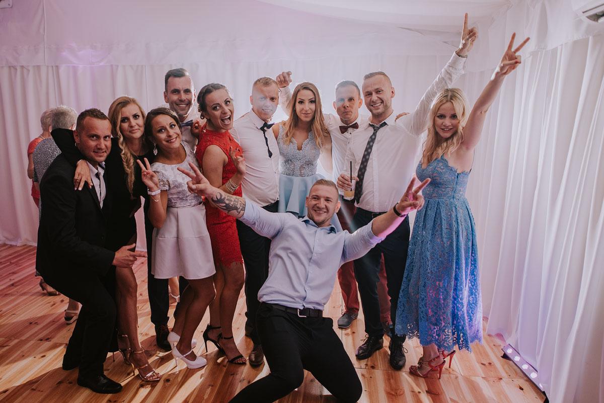 Fotografia-slubna-Bydgoszcz-Swietliste-fotografujemy-emocje-Kosciol-Michala-Archaniola-Wtelno-Stary-Mlyn-Wierzchucice-Joanna-Dawid-163