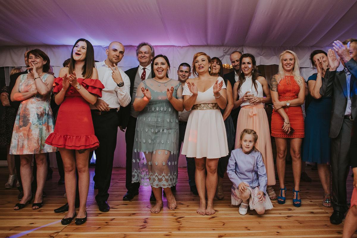 Fotografia-slubna-Bydgoszcz-Swietliste-fotografujemy-emocje-Kosciol-Michala-Archaniola-Wtelno-Stary-Mlyn-Wierzchucice-Joanna-Dawid-196