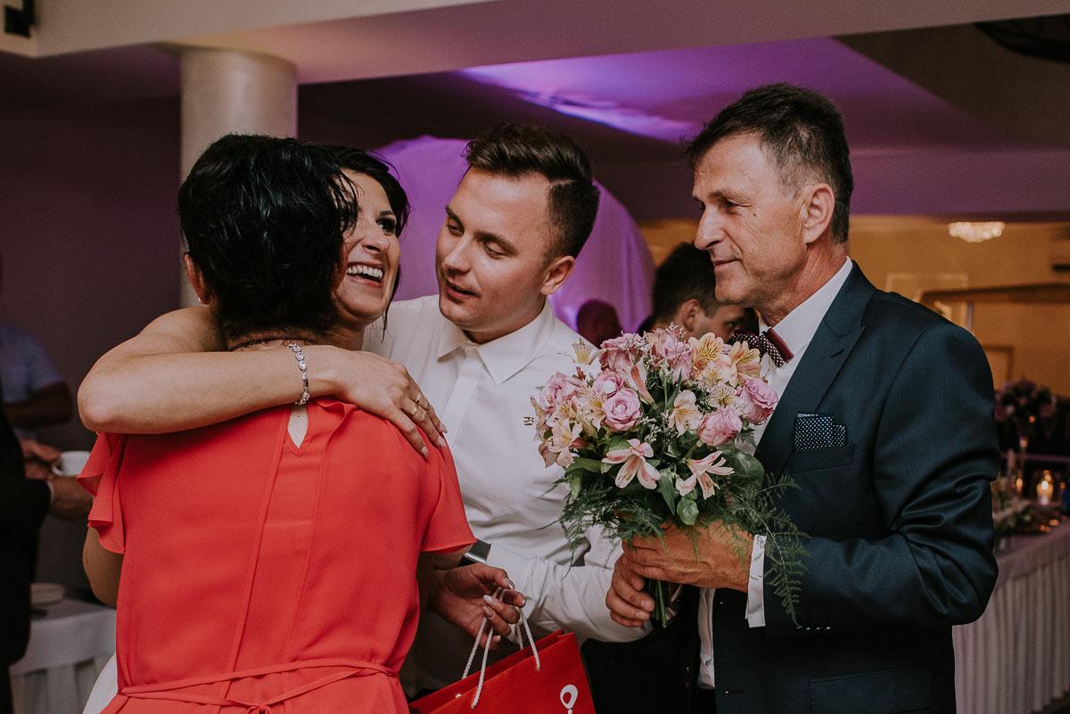 Fotografia-slubna-Bydgoszcz-Swietliste-fotografujemy-emocje-Kosciol-Michala-Archaniola-Wtelno-Stary-Mlyn-Wierzchucice-Joanna-Dawid-202