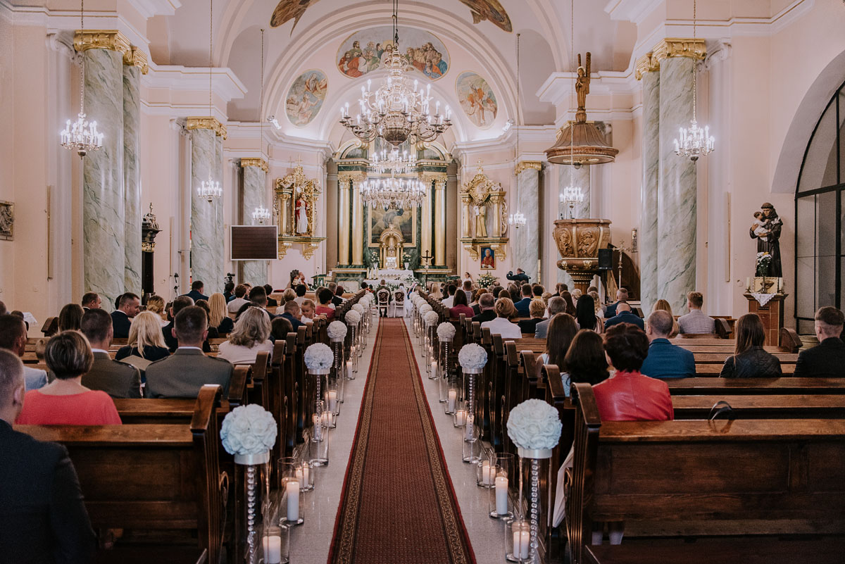 fotografia-slubna-Bydgoszcz-Swietliste-historie-fotografujemy-emocje-Kosciol-Sw-Mikolaja-Restauracja-Maestra-Opera-NOVA-Ania-Piotr-053