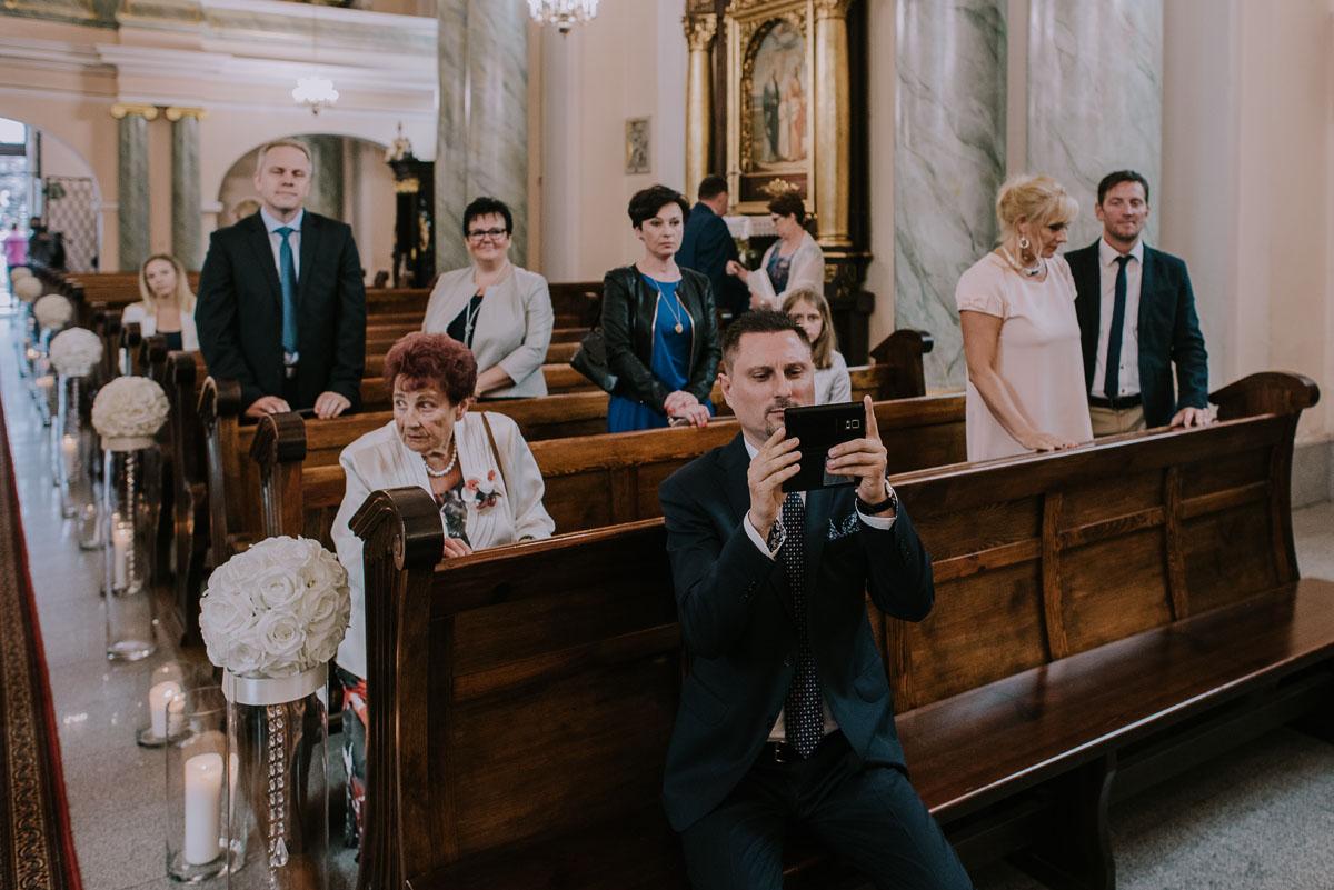 fotografia-slubna-Bydgoszcz-Swietliste-historie-fotografujemy-emocje-Kosciol-Sw-Mikolaja-Restauracja-Maestra-Opera-NOVA-Ania-Piotr-078