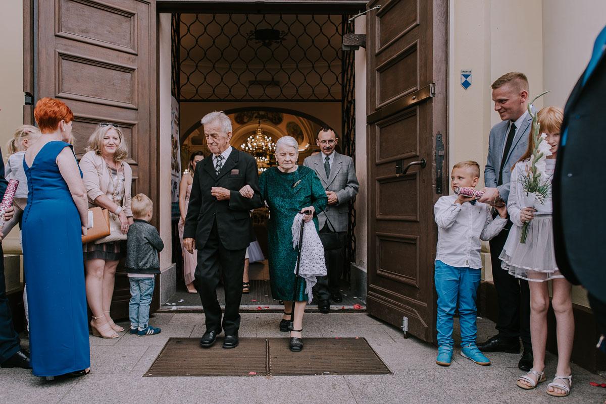 fotografia-slubna-Bydgoszcz-Swietliste-historie-fotografujemy-emocje-Kosciol-Sw-Mikolaja-Restauracja-Maestra-Opera-NOVA-Ania-Piotr-080