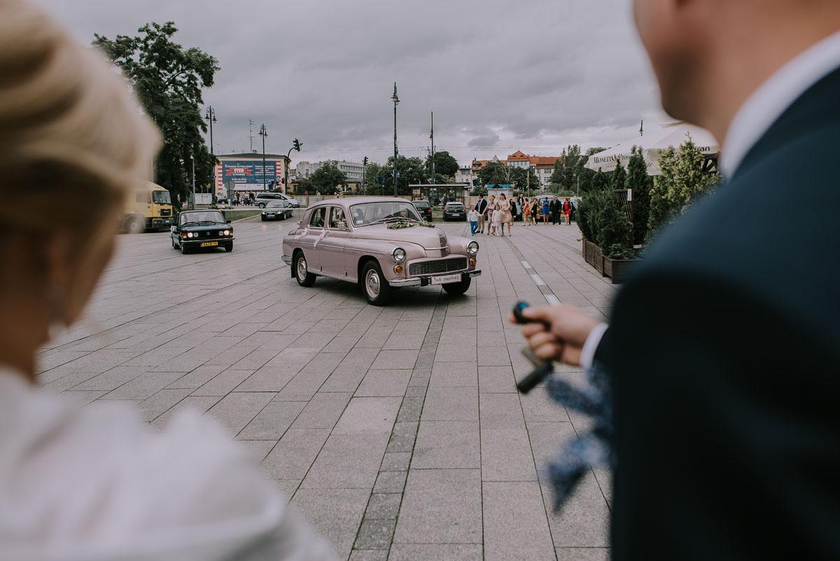 fotografia-slubna-Bydgoszcz-Swietliste-historie-fotografujemy-emocje-Kosciol-Sw-Mikolaja-Restauracja-Maestra-Opera-NOVA-Ania-Piotr-095